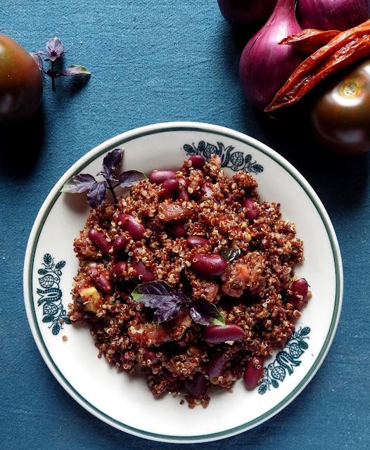 quinoa z fasolą i pomidorami, bez glutenu, bez laktozy, wegańskie