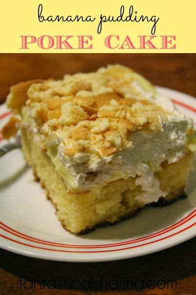 Banana Pudding Poke Cake - no need to choose between banana pudding and cake anymore! Have them both in this delicious #dessert