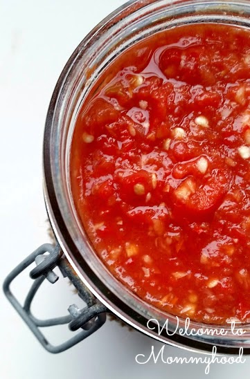 Here's a chili sauce recipe that will add loads of 'oompth' to your meals! {Welcome to Mommyhood} #easyhealthyrecipes, #paleo