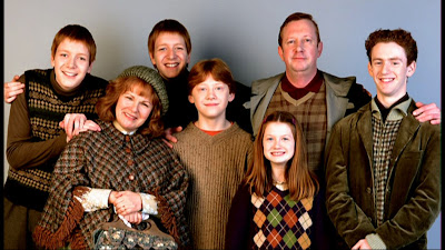 http://3.bp.blogspot.com/-35bgvxmSZis/TZcV8dhcg9I/AAAAAAAAAws/7sbHiL4XFxU/s320/the-weasley-family-harry-potter-9137817-1024-576.jpg