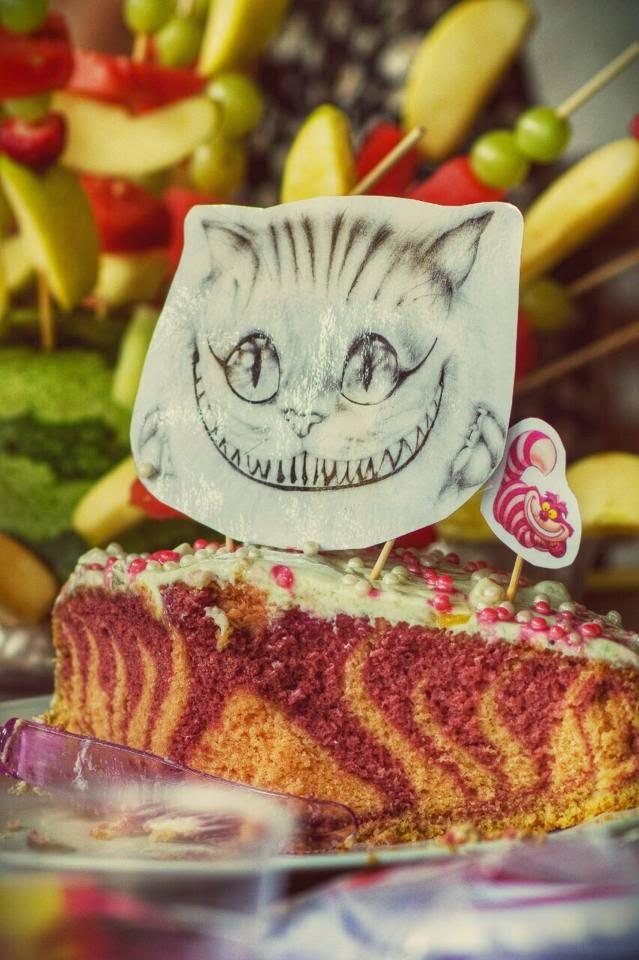 Zebrakuchen, Kuchen, Torte, Grinsekatze, Grinser, Alice, Alice im Wunderland, Wunderland, Foodblogger, Backrezept, Marmorkuchen, Grinsekatzen-Kuchen, Backen, Kipferl und Krapferl, Blog, Foodblogger