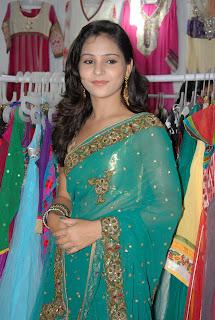 Zareen Khan Saree Pictures 011.jpg