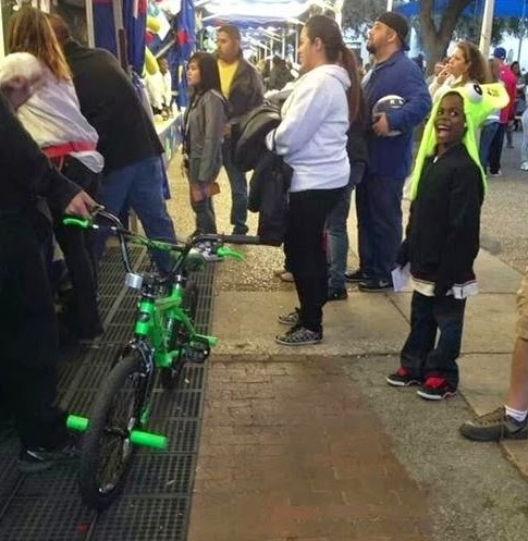 25 Photos Of People Who Will Inspire You - This person gave his bike away to a young boy.