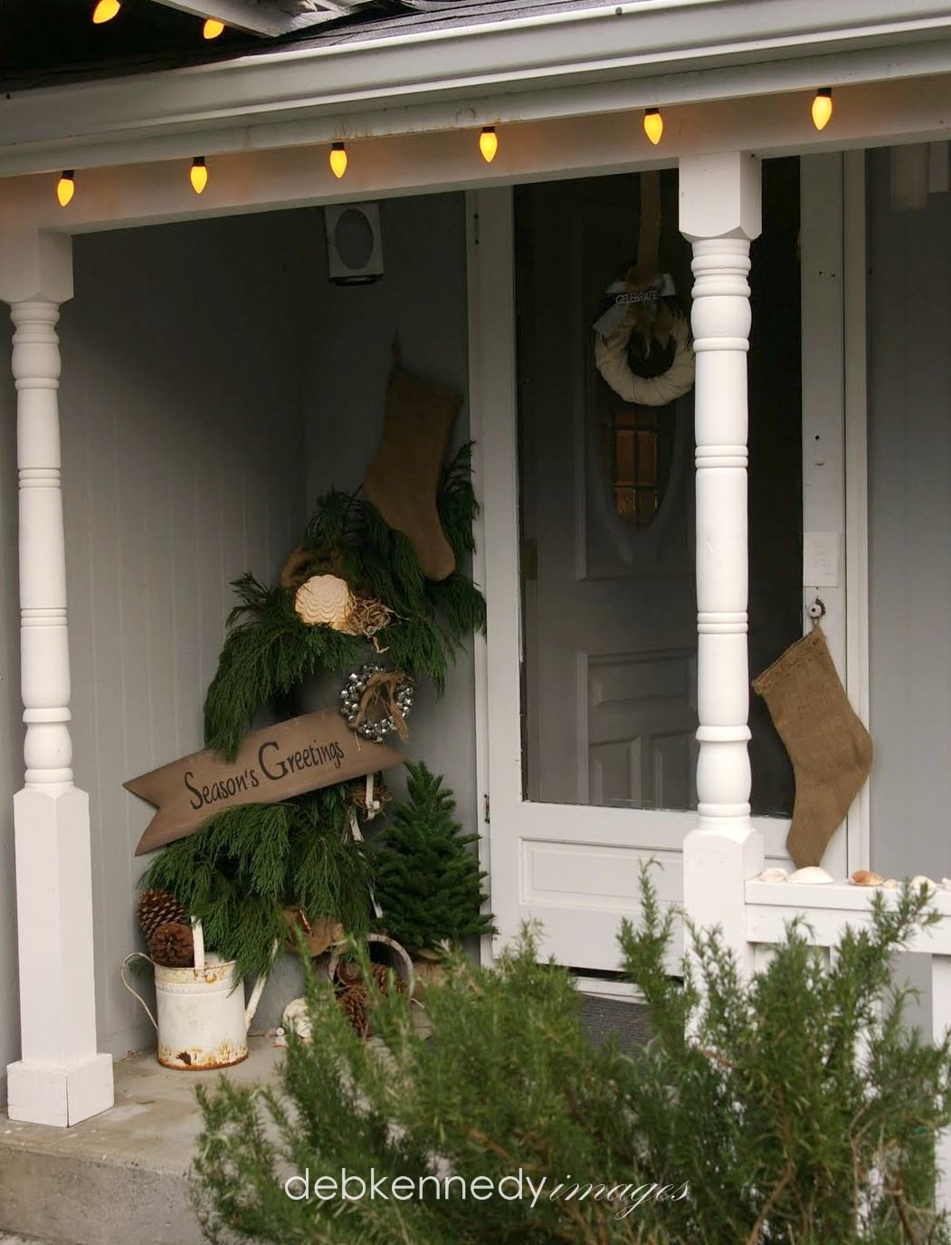 Front porch holiday decor raid the garden shed again for Decorating a small front porch for christmas