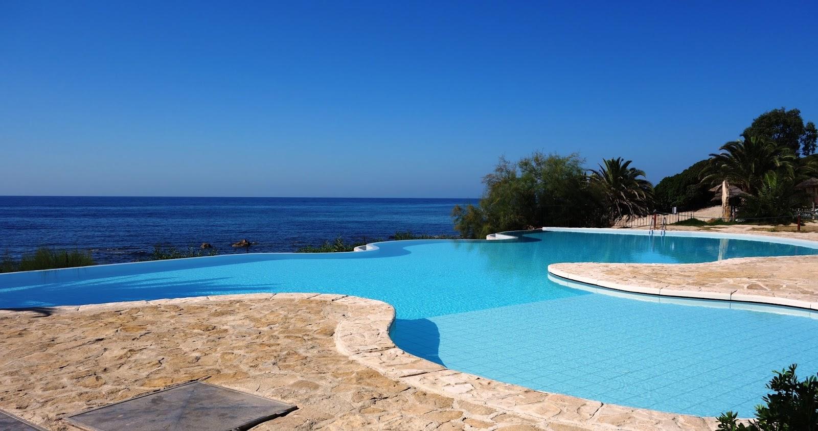 Voyage h tel costa dei fiori au sud de la sardaigne for Hotel pralognan la vanoise piscine
