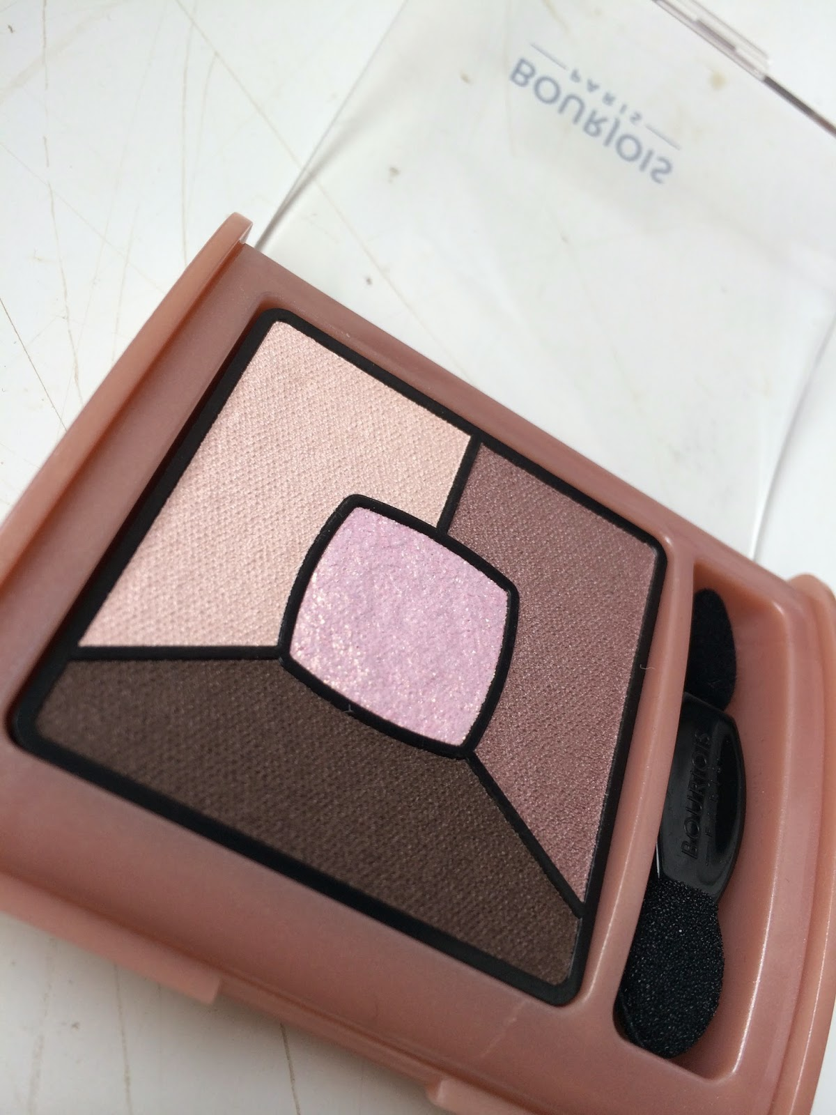 Bourjois-Quad-Smoky-Stories-eyeshadow-over-rose-review