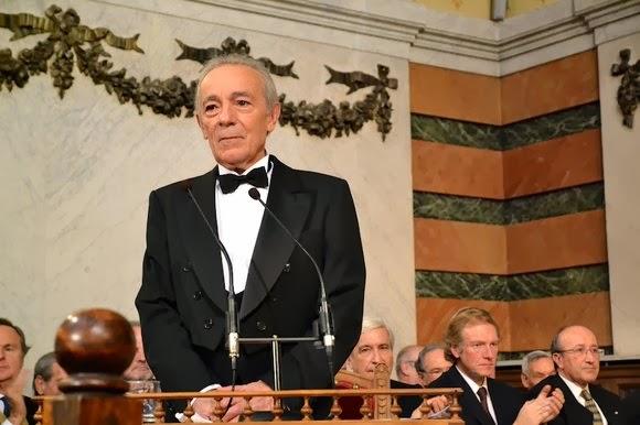 http://www.rae.es/noticias/jose-luis-gomez-ingresa-en-la-rae-con-un-discurso-dedicado-al-teatro