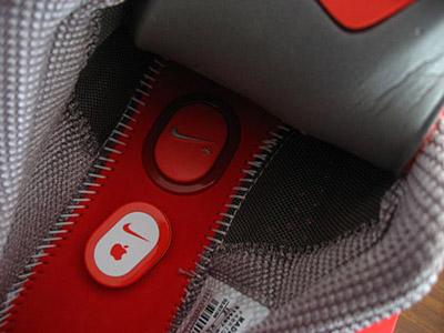 more photos 90bff 0b444 En todas las zapatillas el sistema es el mismo, dentro del calzado del pie  izquierdo se debe levantar la plantilla, retirar un relleno de espuma del  hueco, ...