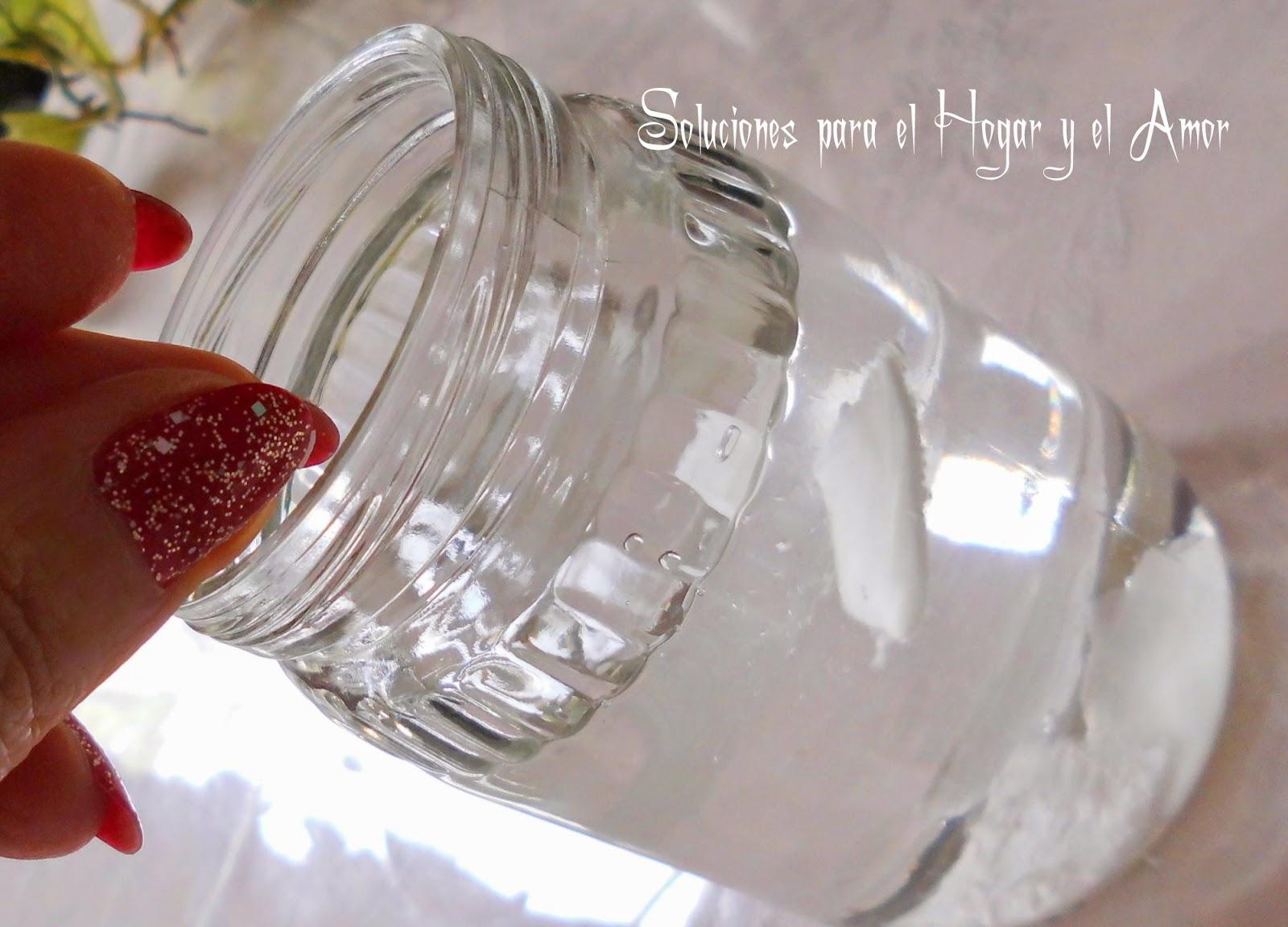 colocar restos de jabón en un frasco con agua para reciclar