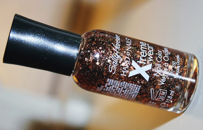 Sally Hansen Xtreme Wear nail polish Frazzle Dazzle (#550).Sally Hansen sequined nail polishes. Sally Hansen Xtreme Wear. Sally Hansen lakovi za nokte.