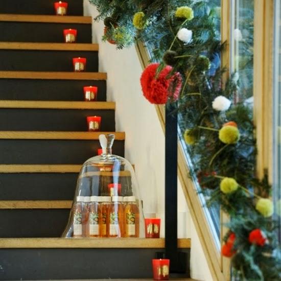 Decorar una escalera en navidad colores en casa - Decoracion navidena escaleras ...