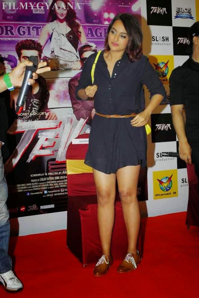 sonakshi sinha latest hot legs show pics