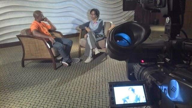 Assista à entrevista