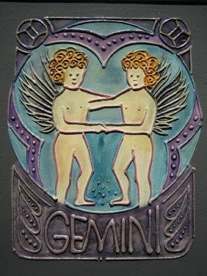 signo geminis en vidrio