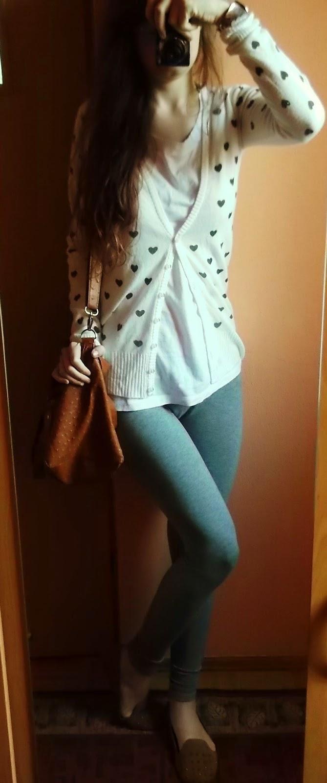 OOTD: szare legginsy+sweterek w serca