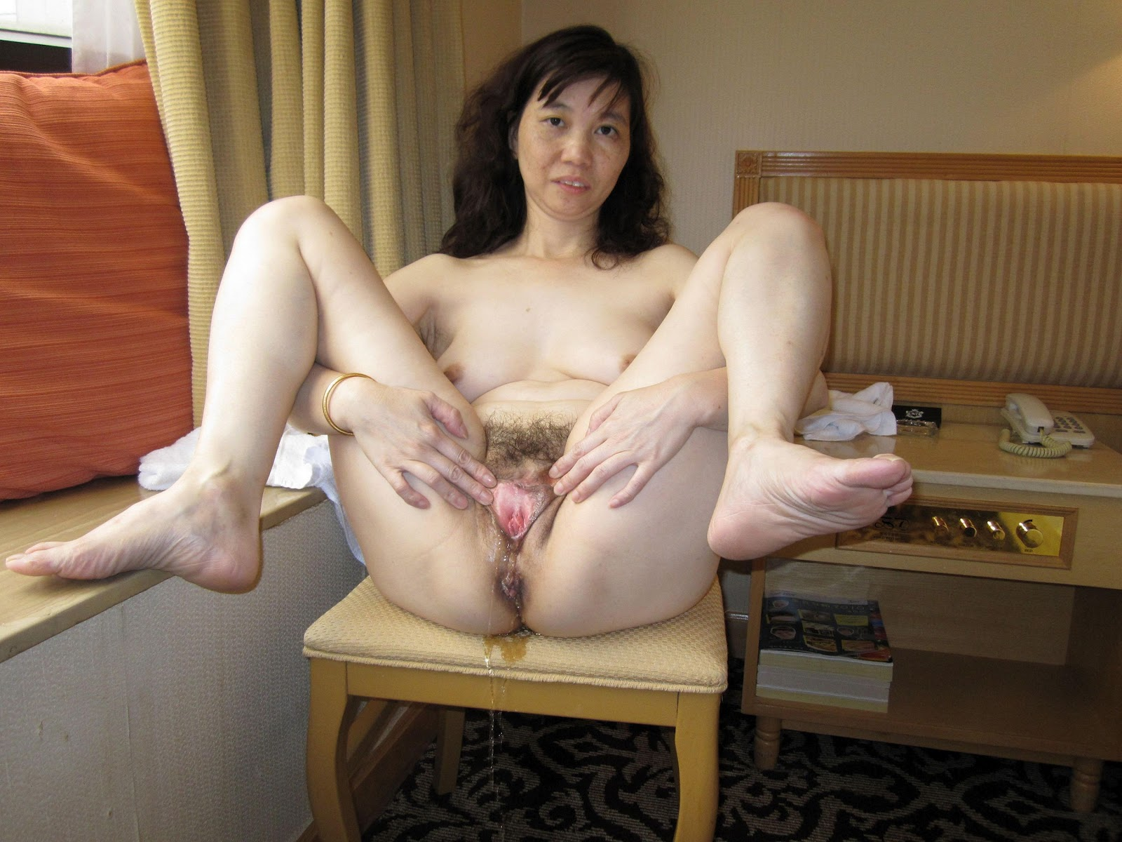 flashing Horny pussy wives