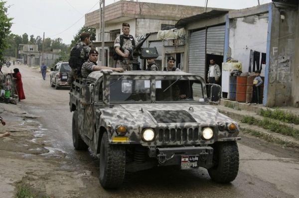 Liban Lebanese+army+soldiers+patrol+the+Lebanese+villages+in+Wadi+Khaled+near+Talkalakh+opposite+the+Syria-Lebanon+border%252C+north+Lebanon%252C+%25281%2529