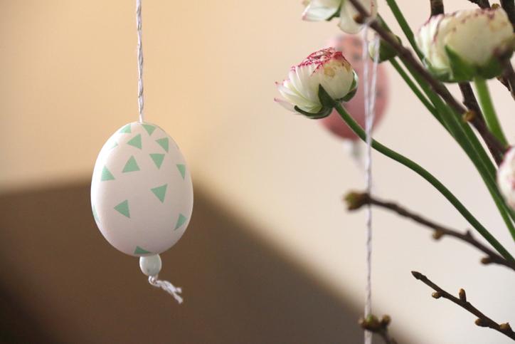 huevo-de-pascua-turquesa-hecho-con-washi-tape-hansel-y-greta