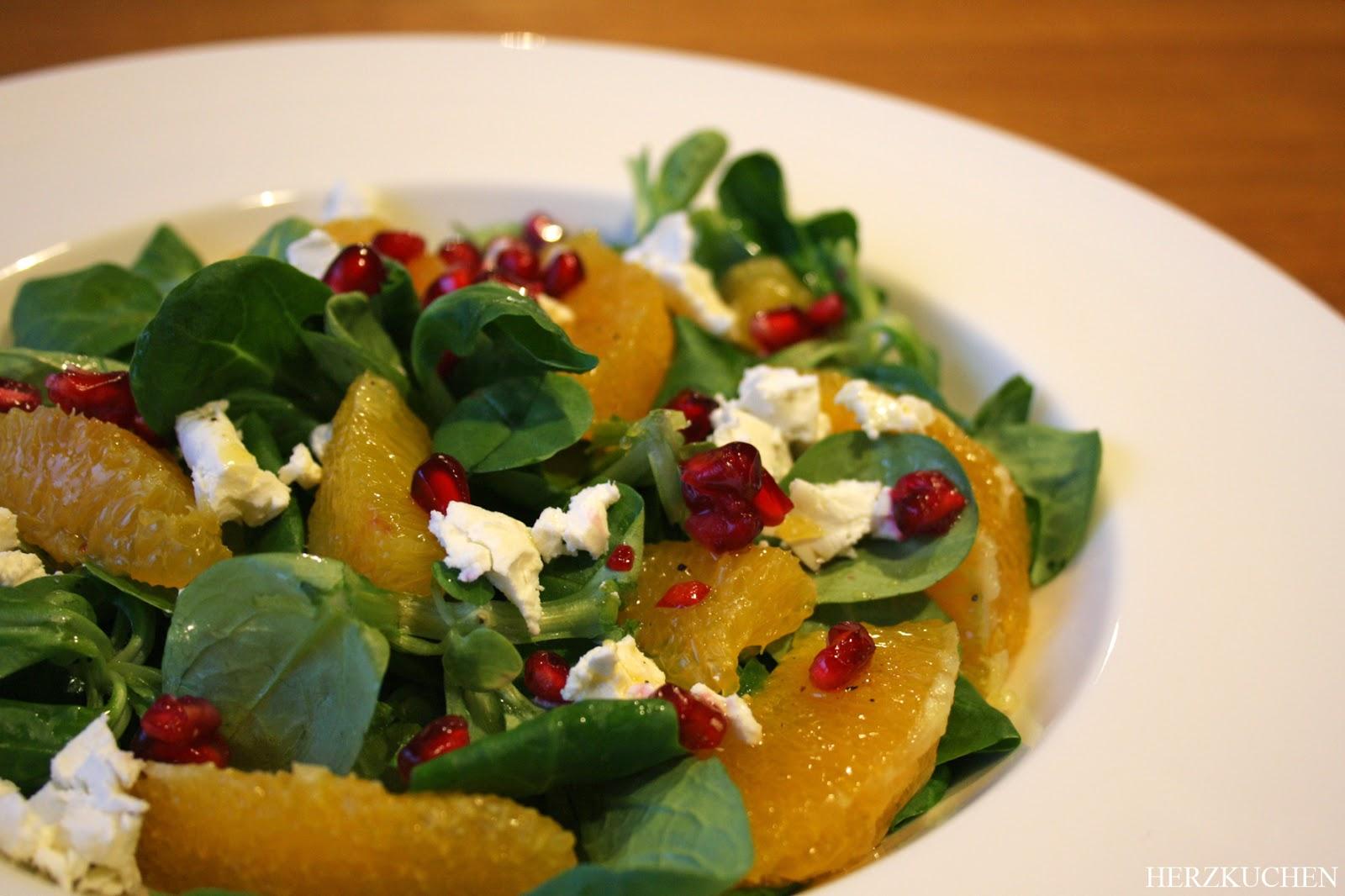 Scharfer Salat mit Ziegenkäse