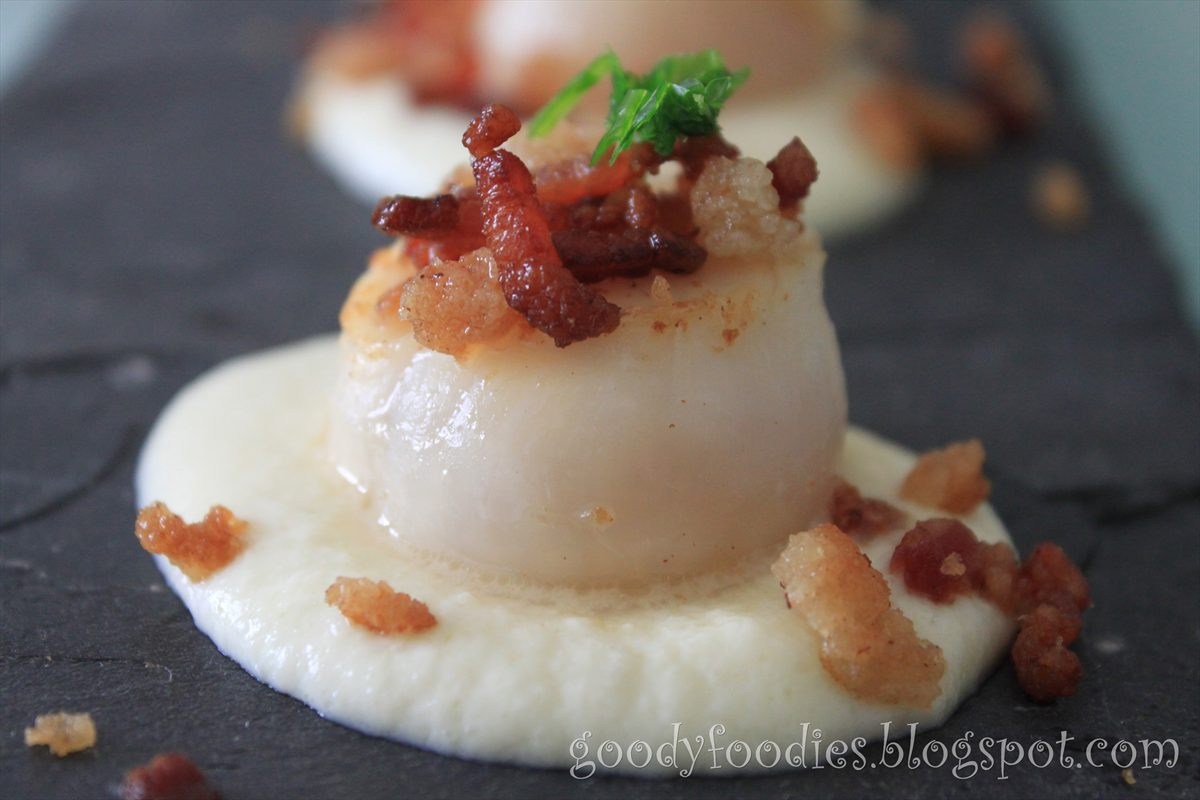 ... seared scallops with cauliflower puree and bacon crumble (MasterChef