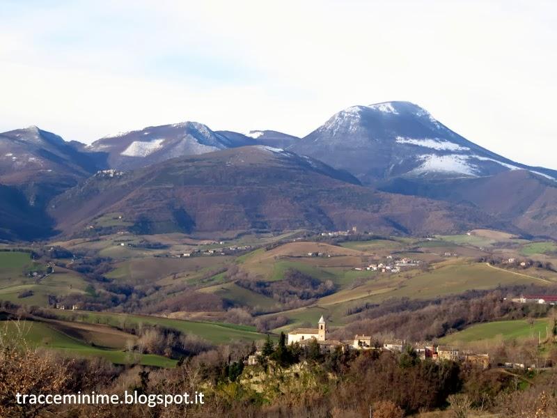 Castel Sant'Angelo, Isola, Elcito e il Monte San Vicino