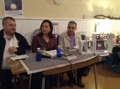 http://blog.xerais.gal/2015/unha-novela-que-afonda-na-dor-e-no-sufrimento-muros-de-aire-de-an-alfaya/