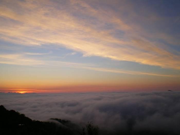 http://3.bp.blogspot.com/-396PhUnUZCg/UaSfXsPFqJI/AAAAAAABJZ0/QIQ30dP3rq4/s1600/Terrace-Unkai-Cloud-Resort-006.jpg