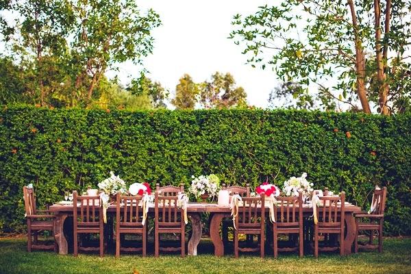 una celebración de boda claramente rústica