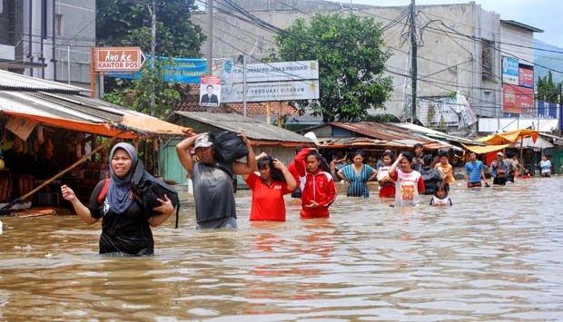 Foto Cewek Banjir Jakarta 2015