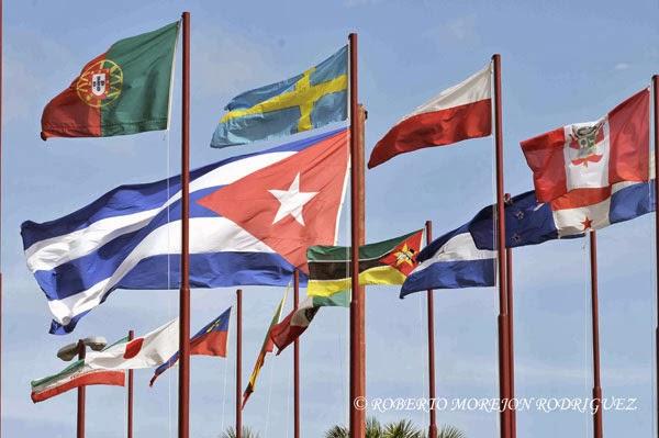 Banderas de países participantes en la XXXI Feria Internacional de La Habana, FIHAV 2013.