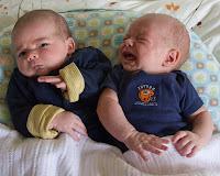 Foto Bayi Kembar Yang Lucu