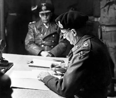 második világháború, Berlin, Adolf Hitler, Sztálin, Joseph Goebbels, történelem, Szovjetunió, Bernard Law Montgomery, Lüneburge Heide, Hans-Georg von Friedeburg
