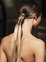 вечерна прическа с дълга опашка