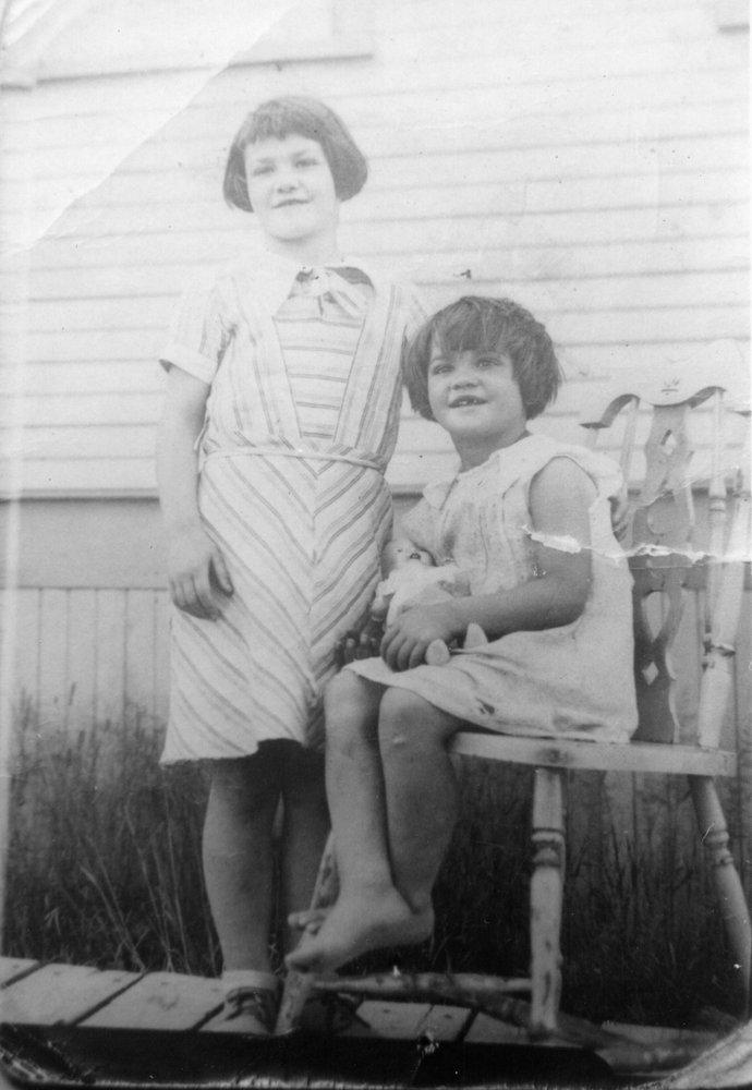 Marianne and Madeleine Desgroseilliers