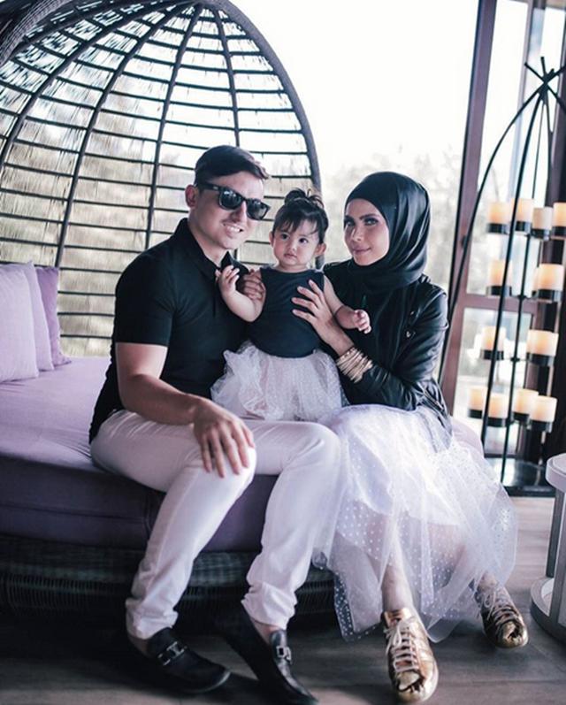 (Gambar) Che Ta Dan Zain Saidin Bercuti Di phuket Rai Ulangtahun Perkahwinan