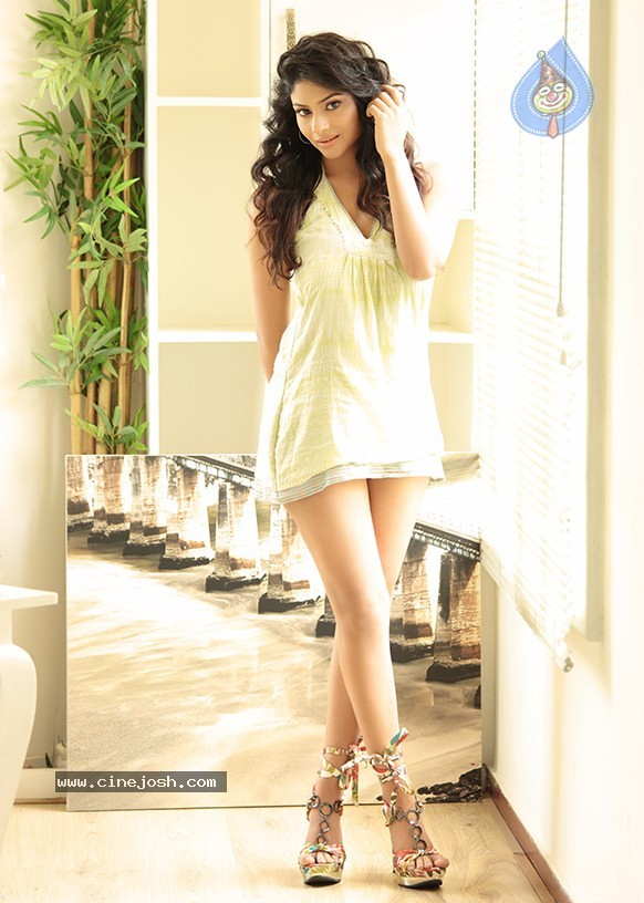 Laxhmi Devy Hot And Cute Photoshoot