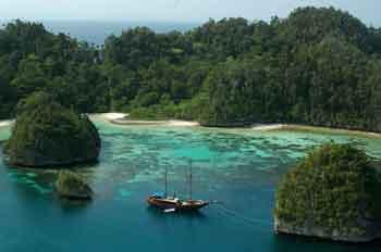 Raja Ampat Wayag Snorkeling