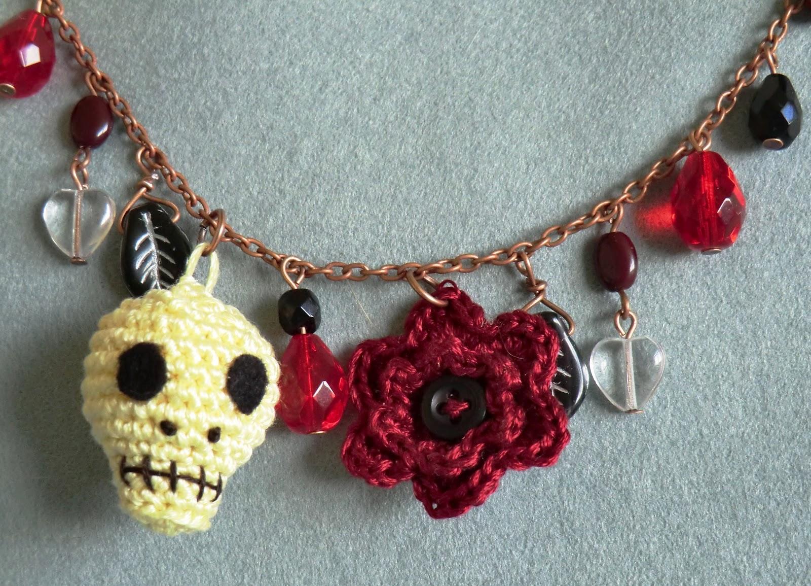 Free Amigurumi Skull Pattern : Amigurumi Barmy: Skull bracelet