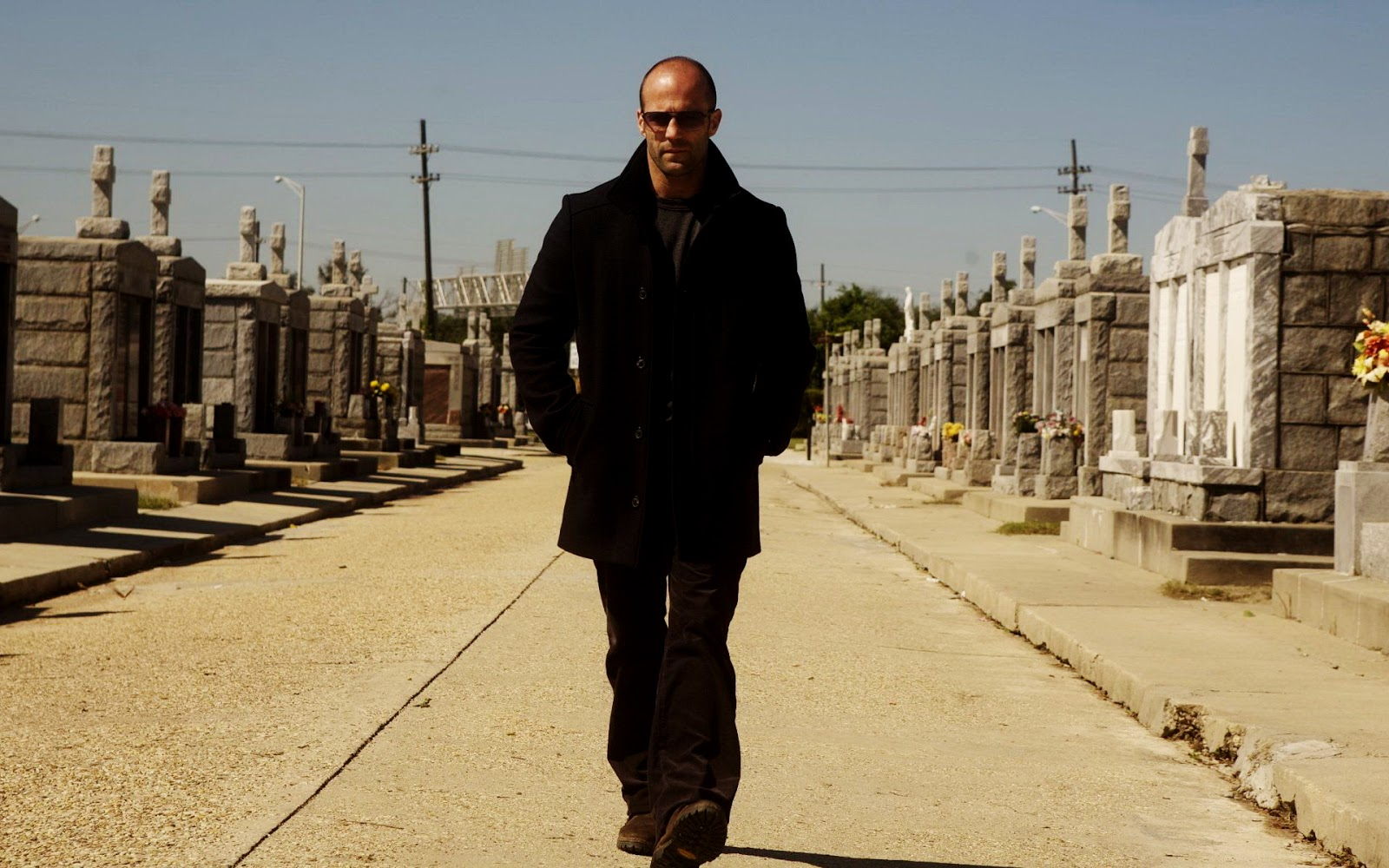 http://3.bp.blogspot.com/-3BAxII_aJf8/TsfV14d0NQI/AAAAAAAAEfI/aoP8-5JT1qo/s1600/Jason_Statham_Mechanic_Movie_HD_Wallpaper_Vvallpaper.Net.jpg