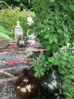 Trädgård, ängel, lyktor, flaskor, trädgårdsdekoration, dekoration