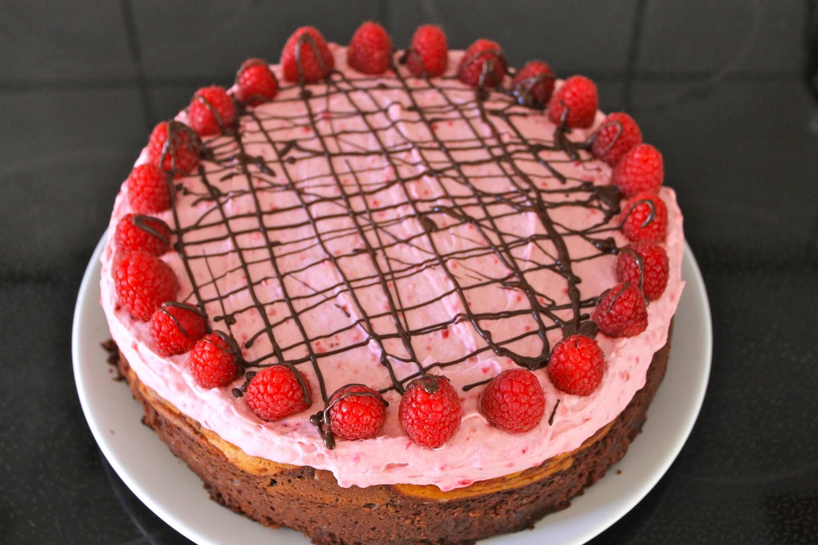 chokoladekage med hindbærskum