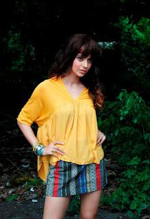 Kangana Ranaut in Mini Skirt and Loose Yellow Top Gorgeous on the Sets of Katti Batti