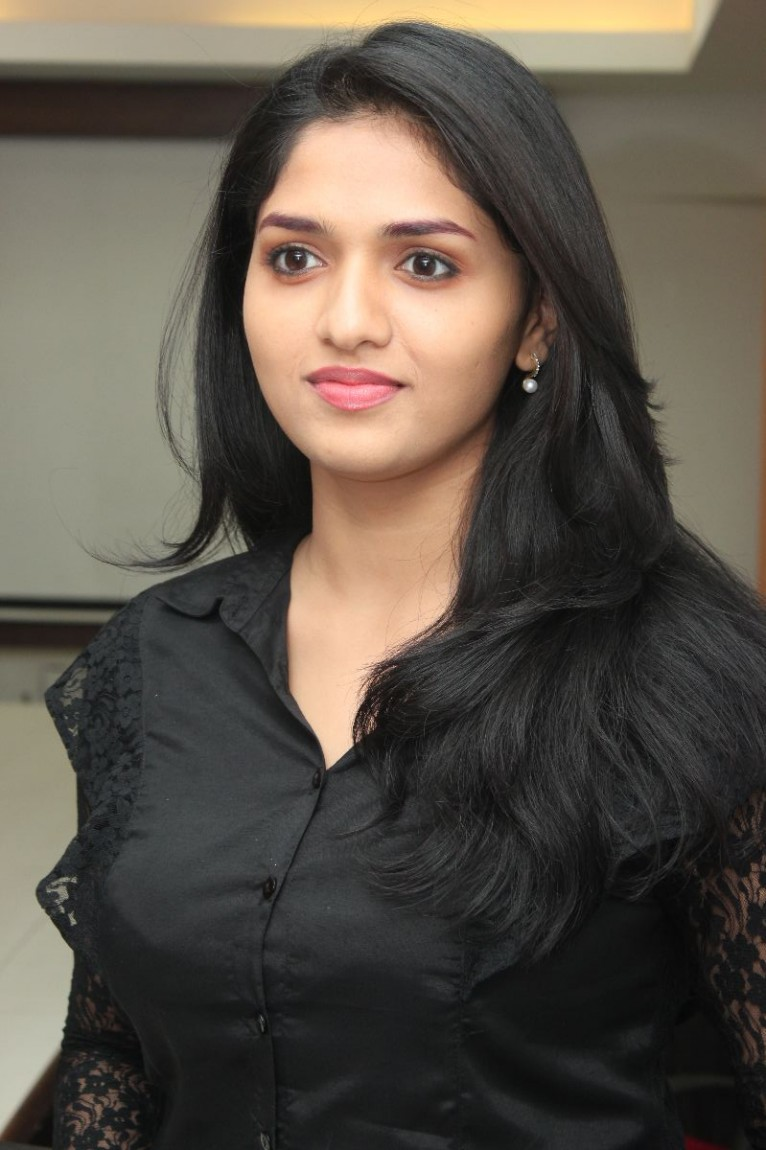 Sunaina-Latest-Stills