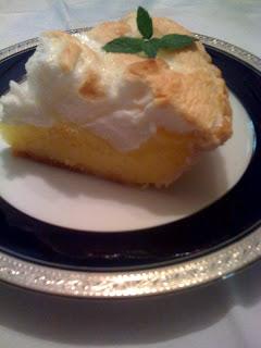 http://3.bp.blogspot.com/-3BzB-gA1Ldc/UD_VjEHaO4I/AAAAAAAADw8/h17fwPEzoyc/s1600/lemon+merignue+pie+IV.jpg