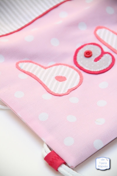 Mochila con nombre en rosa