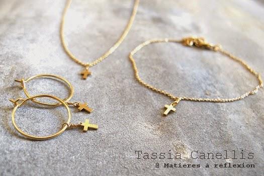 Collier bracelet boucles d'oreilles doré Tassia Canellis Croix