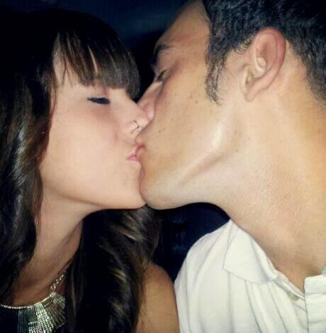 Sus ojos me llenan de vida, sus labios me la dan.