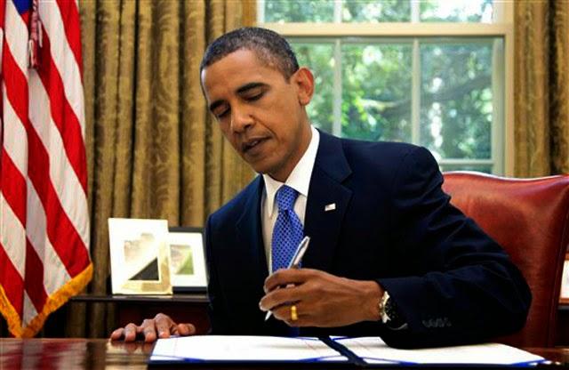 """Президент США Обама подписал """"Акт о поддержке свободы в Украине"""", которым предусмотрена военная и техническая помощь."""