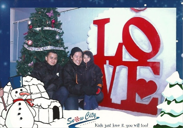 Daddy, Mama & Kecil in front of LOVE and christmas tree