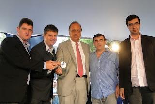 (da esquerda para direita) Prefeito Arlei, deputado André Correia, vice-governador Pezão, vereador Anginho e o secretário de Educação, Leonardo Vasconcellos
